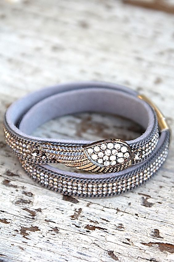 Wrap feather bracelet, Coachella style, Boho fashion, Coachella fashion, Coachella jewellery, Coachella accessories, Coachella Jewlery