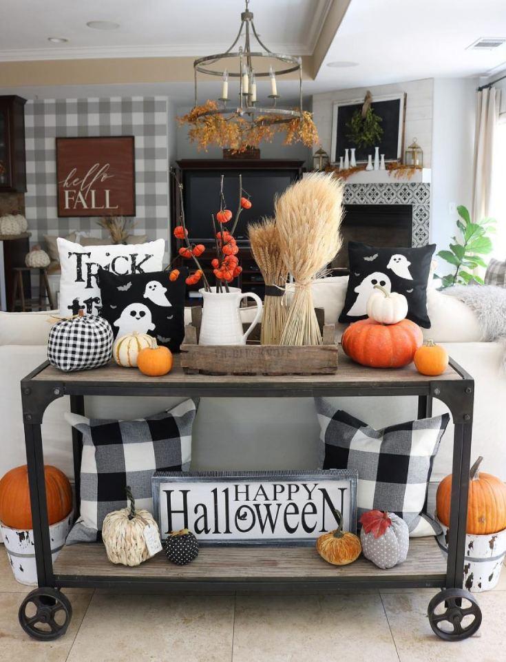Living room Halloween decor
