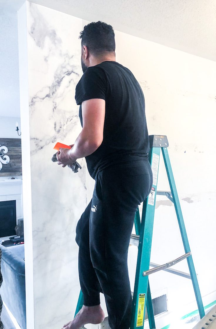 Removing additional glue from wallpaper