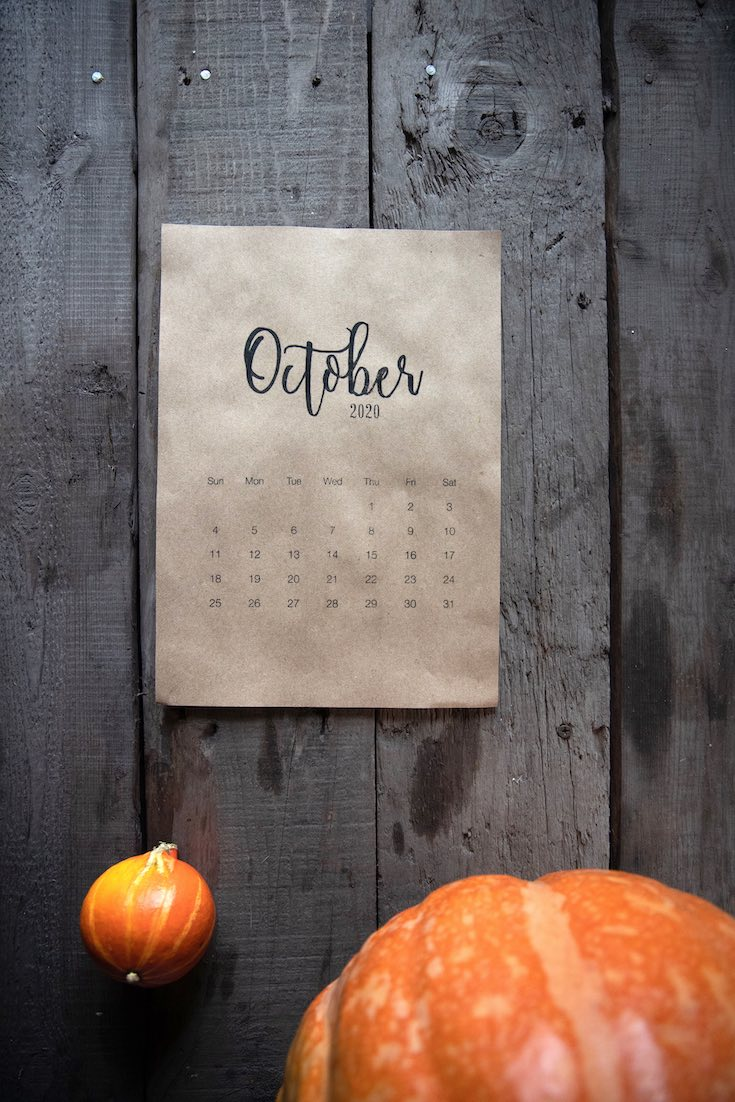 October 2020 calendar and pumpkins