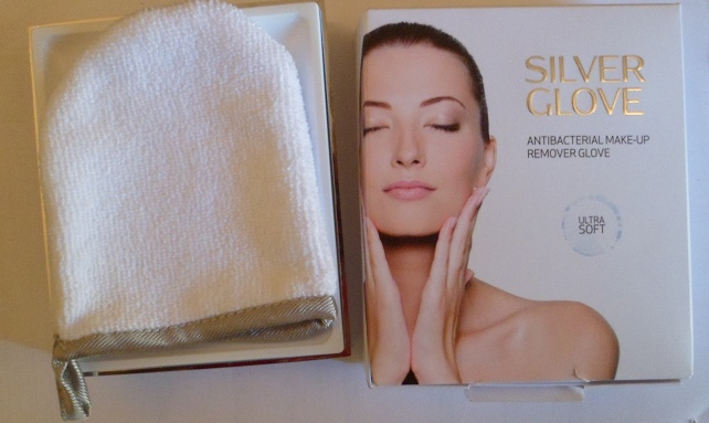 Silver Glove Makeup Remover glove and packaging