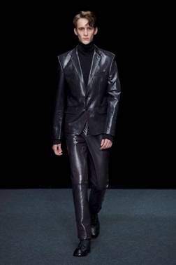 Songzio black leather outfit