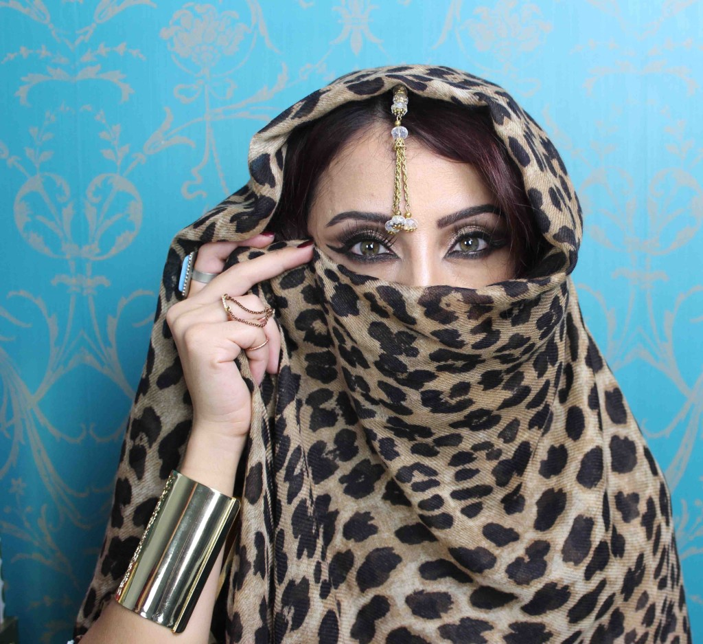 Arabian Nights look, NYE gold jewellery, accessories, and leopard scarf
