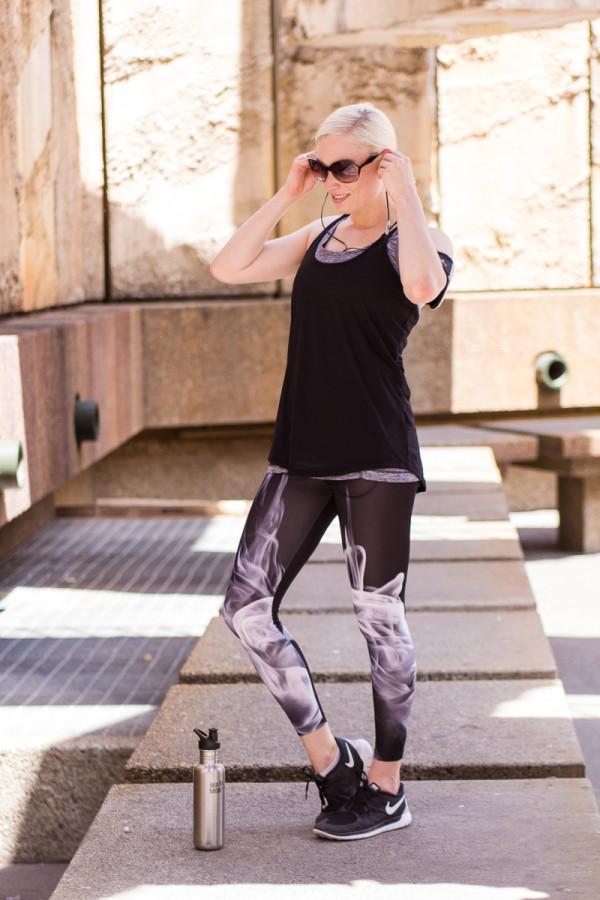 Moi Contre la Vie workout gear smoke leggings