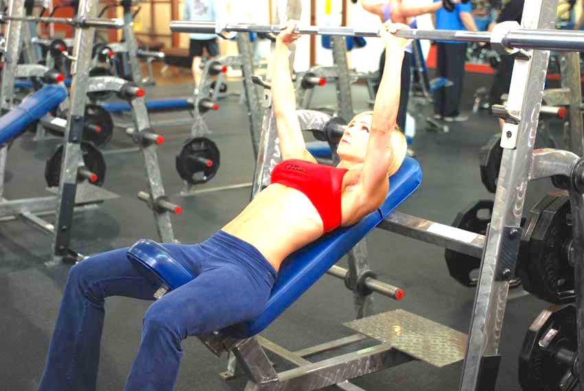 Jamie Eason bench press