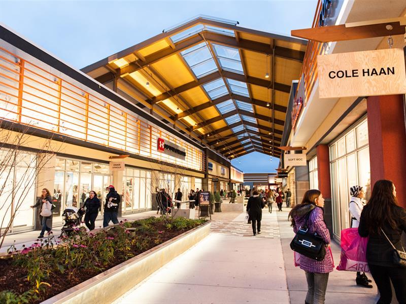 Tanger Ottawa Outlet shopping destination
