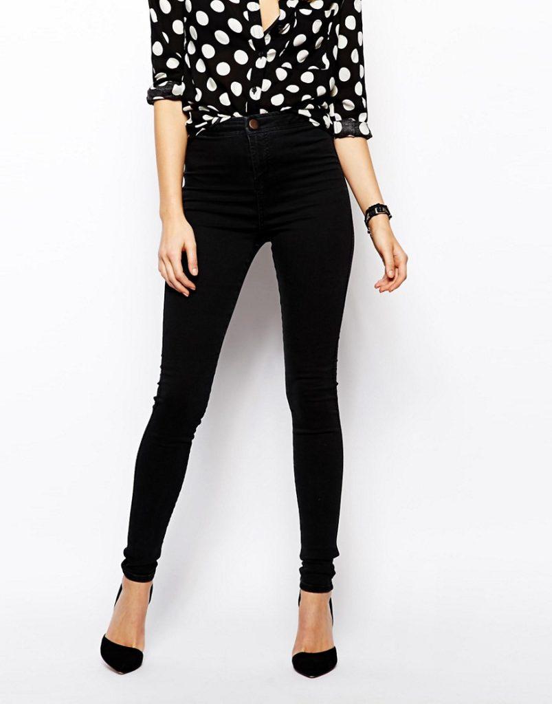 Black jeggings with white and black polka dot shirt