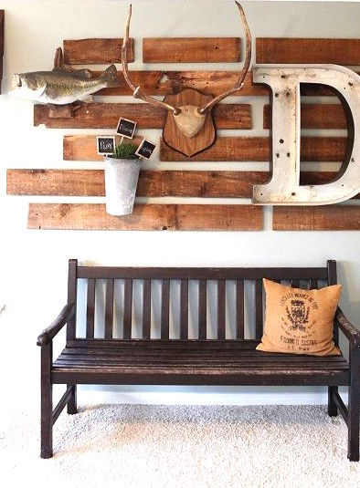 Reclaimed wood pallet wall decor