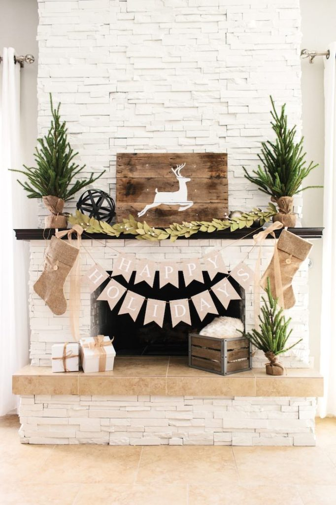Christmas mantle decor, DIY Christmas decorations, Rustic Christmas decorations, Classy Christmas decorations, Easy Christmas decorations, Simple Christmas decorations, Cheap Christmas decorations