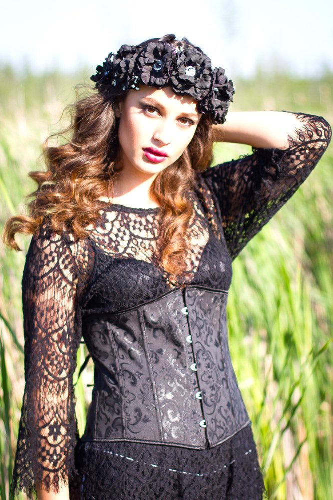laila-in-black-diy-floral-crown-2