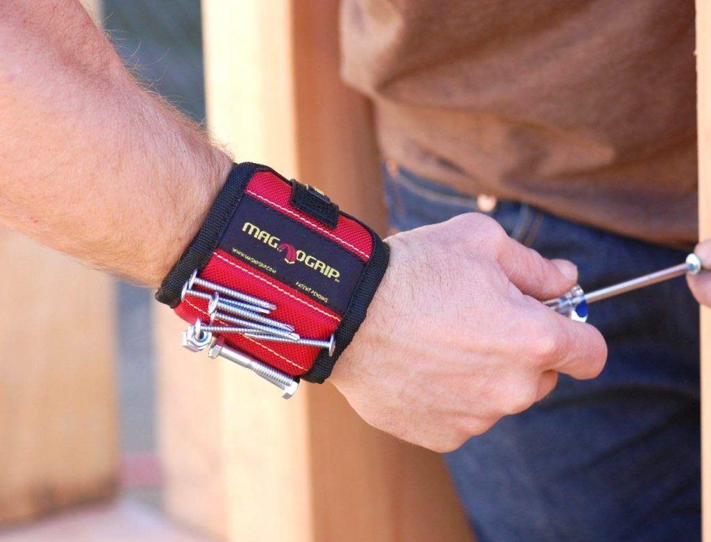 Nail magnet wristband