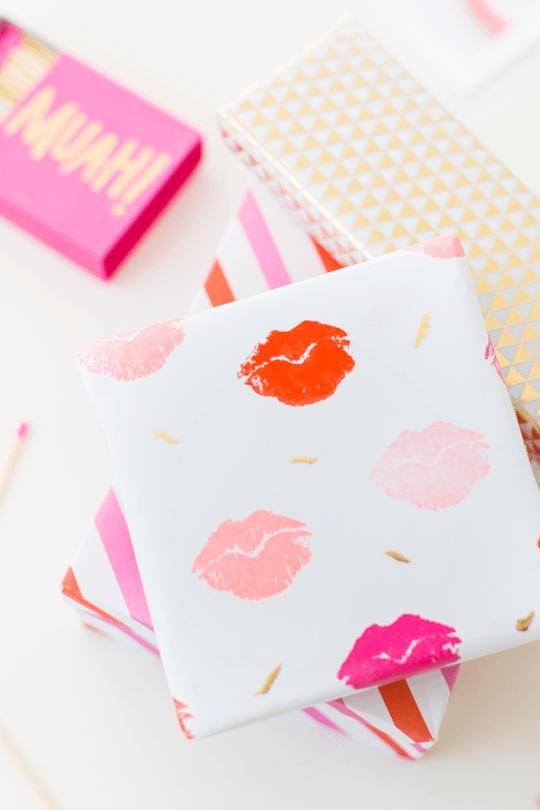 DIY-Lip-Print-wrapping-paper